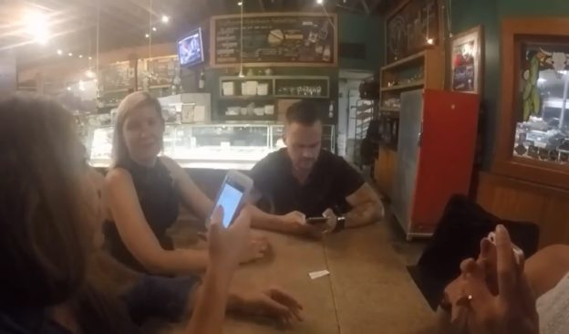 your-smartphone-may-be-ruining-your-dinner-out-624x366