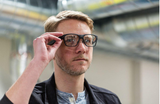 英特尔Vaunt AR眼镜:可以通过用户的动作来进行操控,外表看不出差异