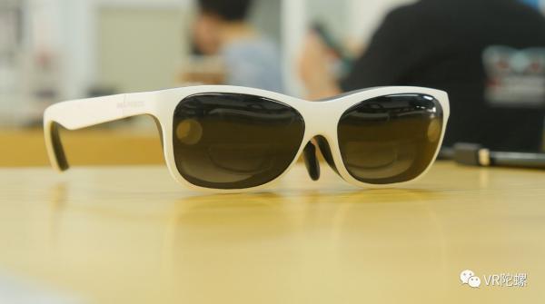 与运营合作推广,0glasses推出轻量级消费版RealX