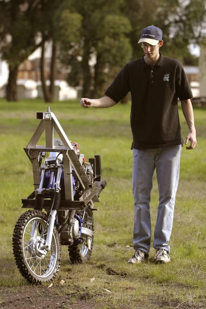 """莱万和无人驾驶摩托车""""Ghostrider"""""""