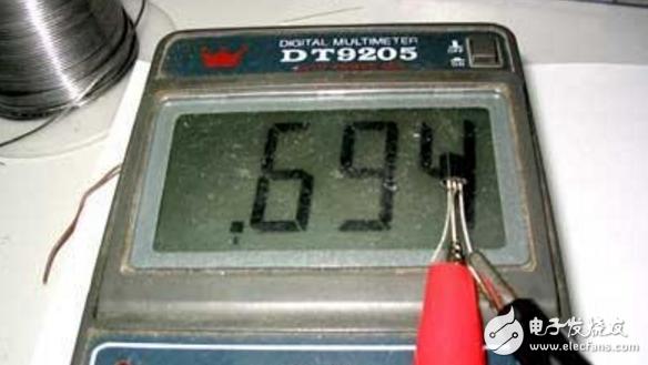 万用表如何测量三级管好坏
